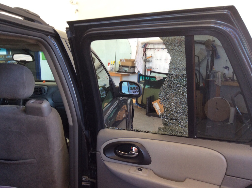 2007 Chevrolet Trail Blazer Door glass